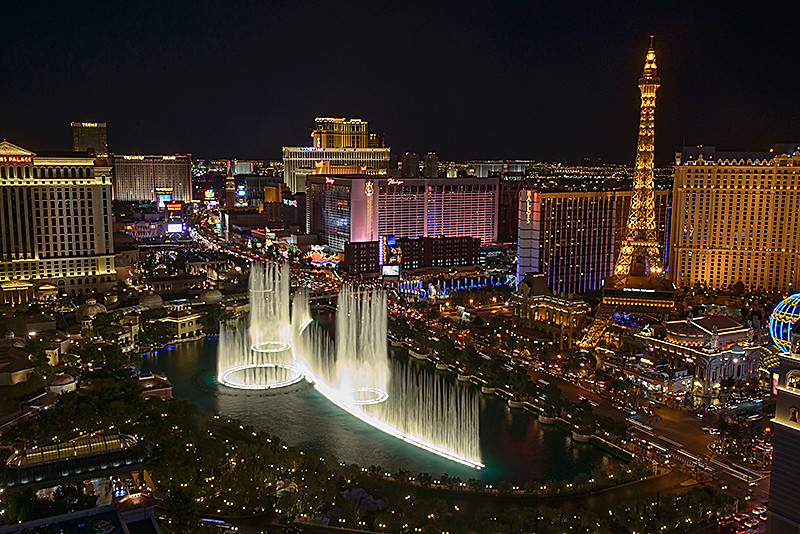 The strip and bellisario fountains at night in las vegas for Garden statues las vegas nv