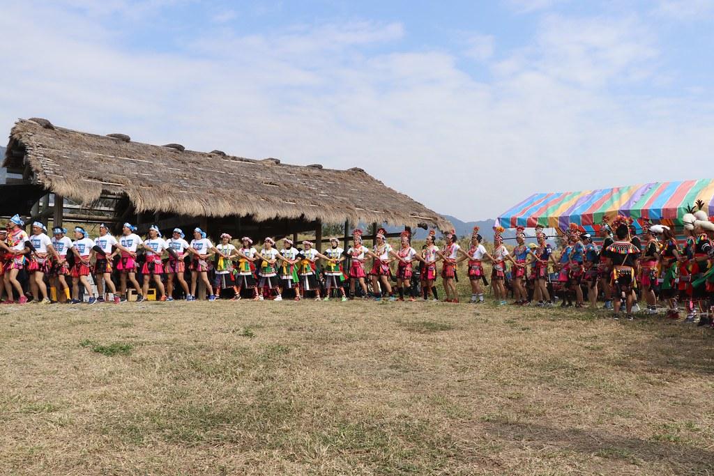 茅草屋頂處為部落設置在傳統領域都蘭鼻祭場的會所