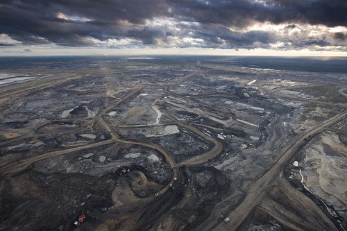 The Alberta Tar Sands. Not at all like a post-apocalyptic hell-scape. Image from EliasSchewel (Flickr)