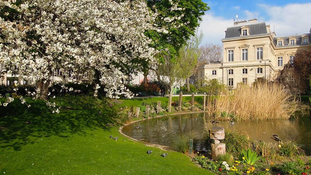 Square du temple rue de bretagne paris the site of the for Jardin 41 rue du temple