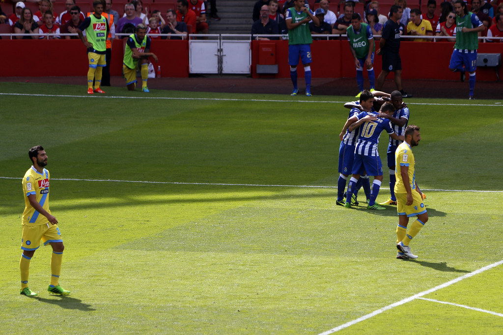 S S C Napoli: Emirates Cup - Napoli V Porto