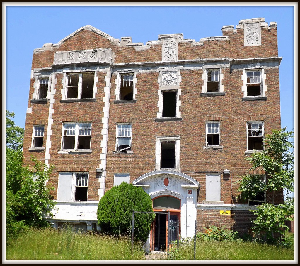 Abandoned Building: Ar-Dee Apartments, 3204 Gladstone--Det