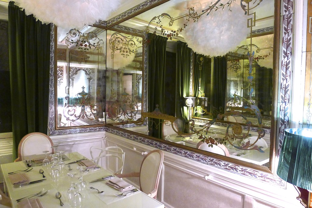 Restaurant le pharamond paris for Le miroir resto paris