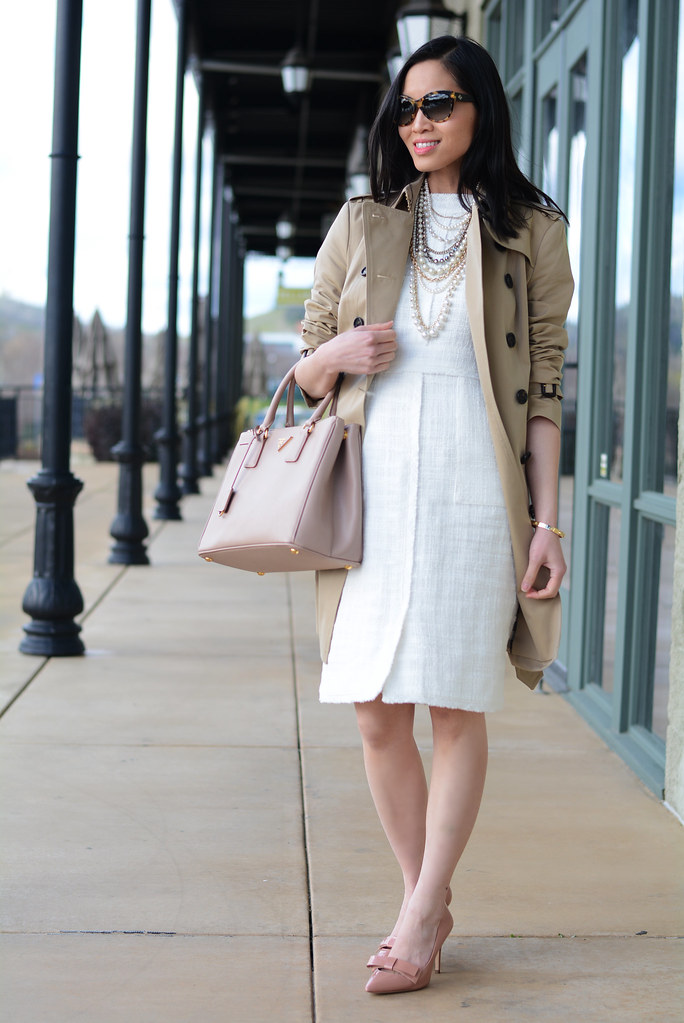 Burberry Sandringham trench coat mid-length, color Honey outfit