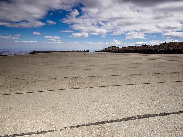 empty car park   Flickr - Photo Sharing!: www.flickr.com/photos/ndunning/8759941402