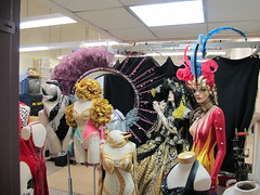1000's of Costumes