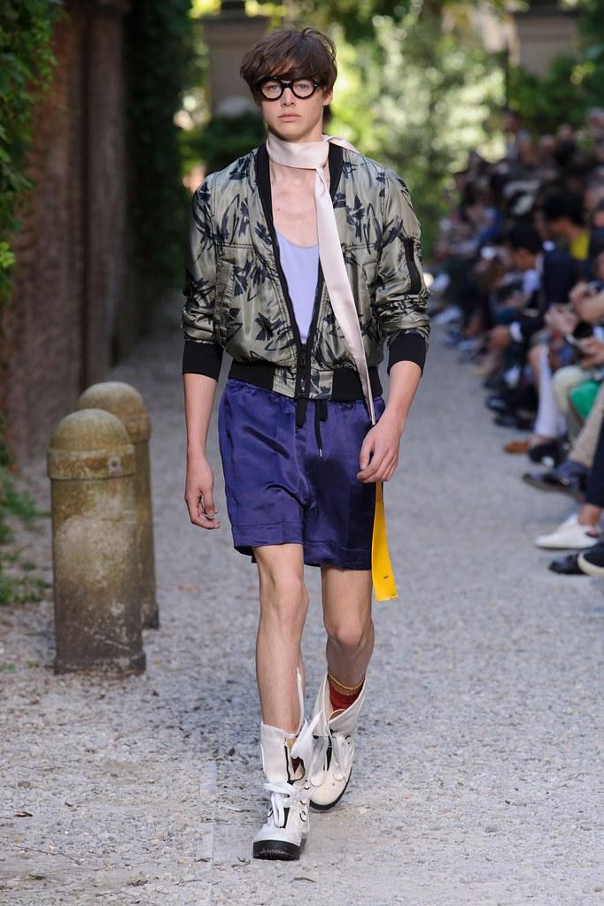 SS16 Milan Andrea Pompilio017_Darwin Gray(fashionising.com)