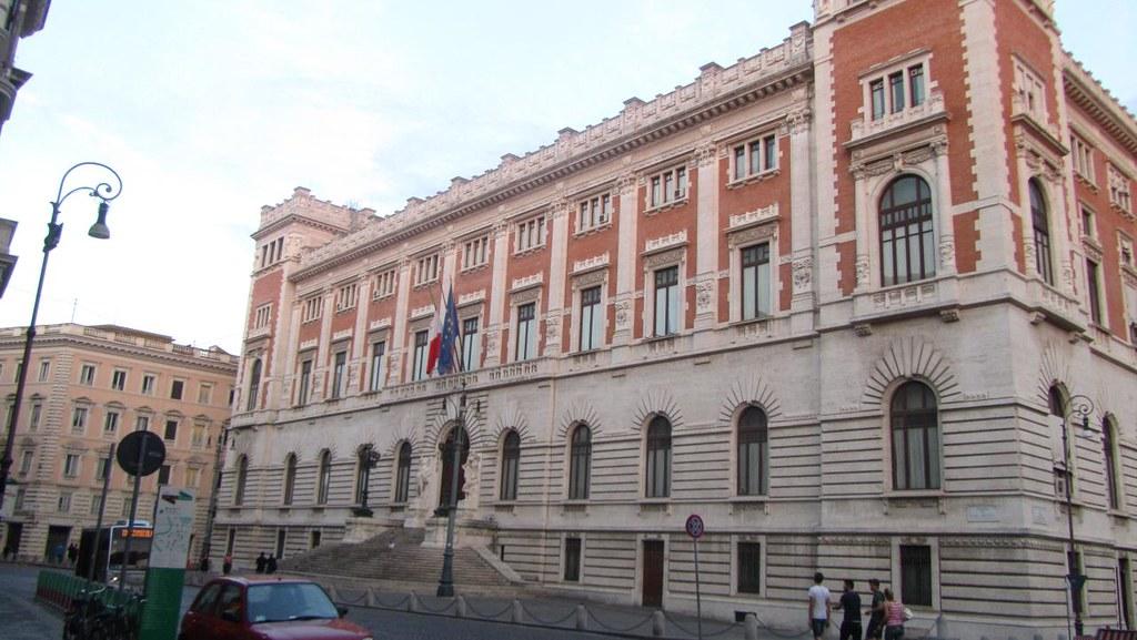 Parlamento italia palazzo montecitorio roma luis for Roma parlamento