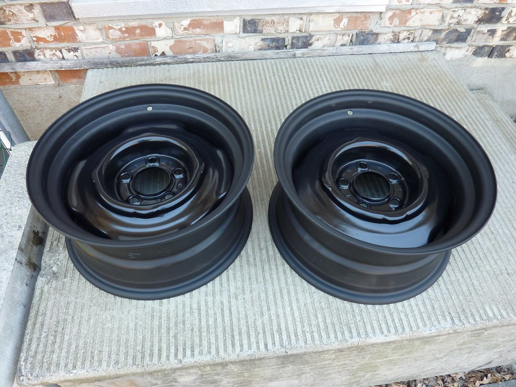 freshly repainted oem 15x7 chrysler wheels 197x ford. Black Bedroom Furniture Sets. Home Design Ideas