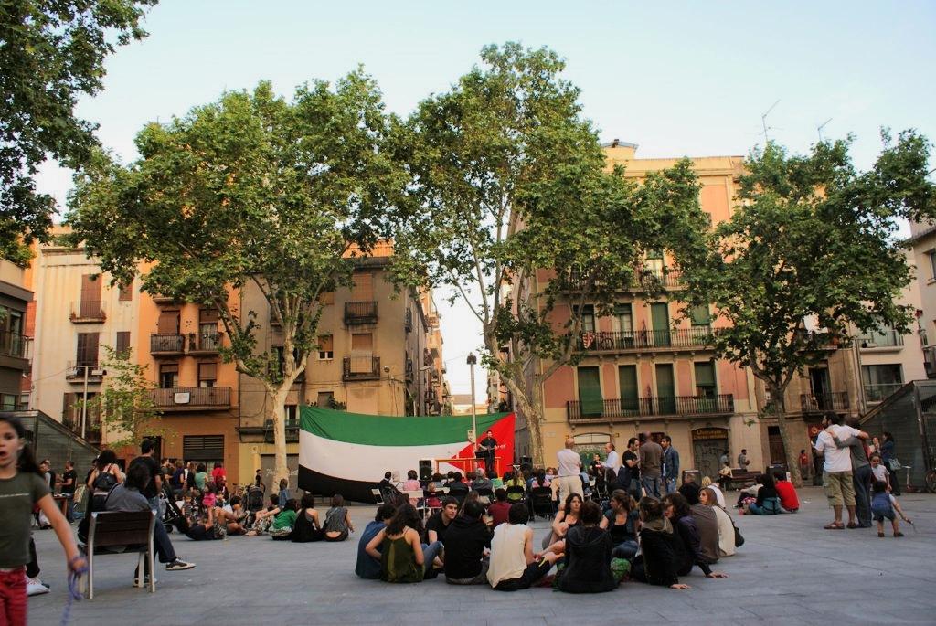 Démonstration pro palestinienne sur une place de Gracia à Barcelone.