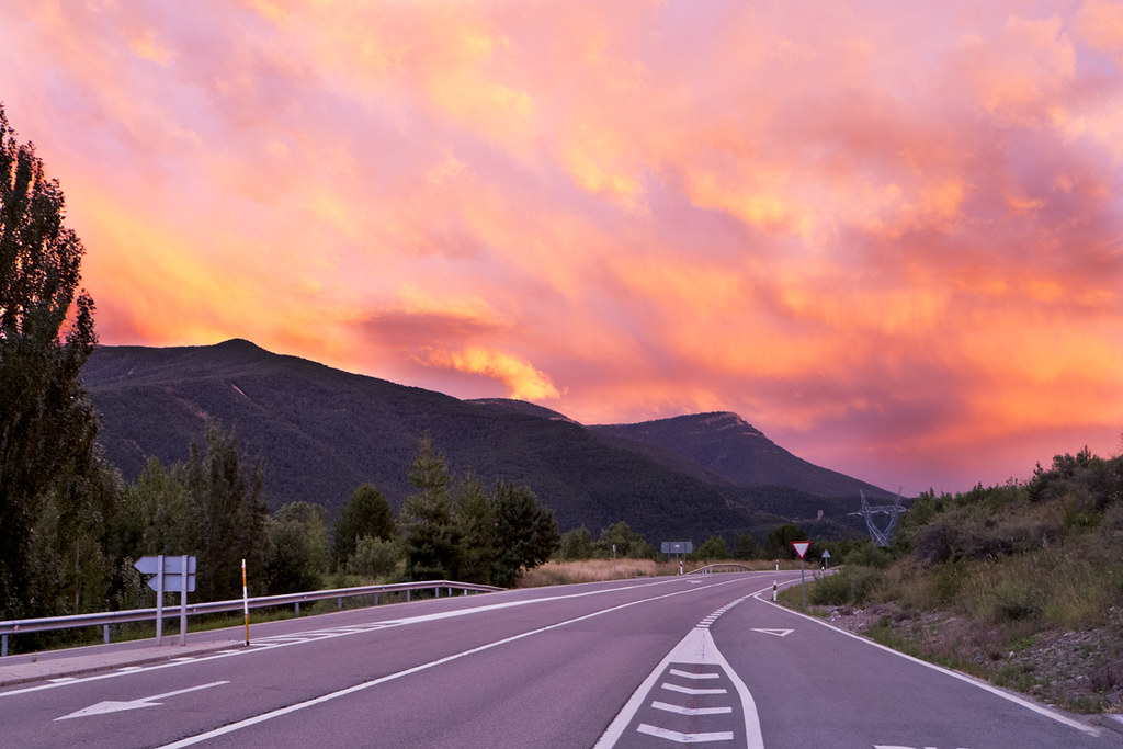 Carretera al atardecer / Road to sunset
