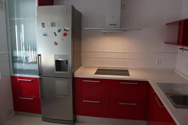 Dise o de cocinas en aranjuez cocina moderna lacado rojo - Disenos cocinas modernas ...