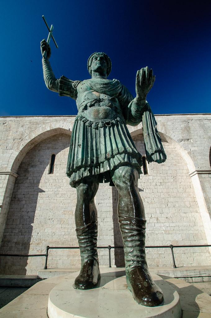 alfarano sindaco barletta statue - photo#2