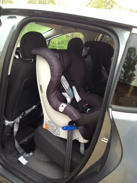 britax max way in in a peugeot 3008 2011 securatot flickr. Black Bedroom Furniture Sets. Home Design Ideas