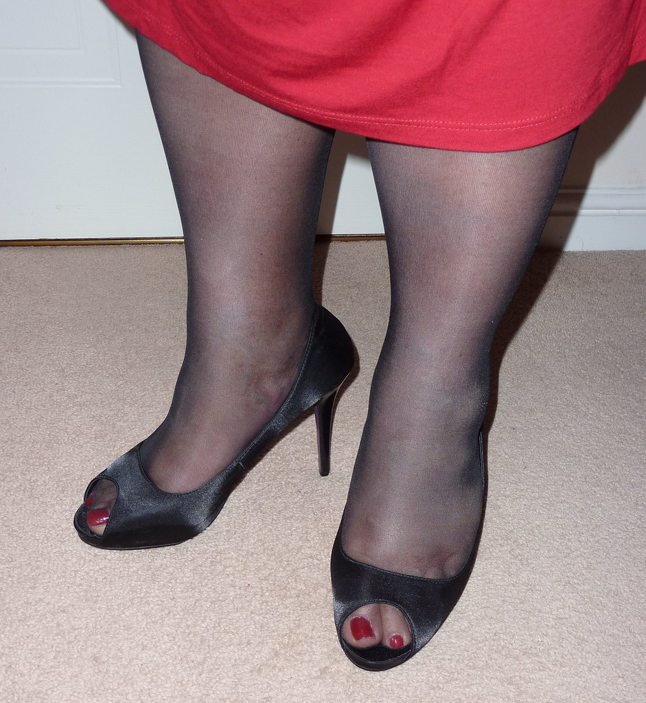 Wearing Tights With Peep Toe Shoes