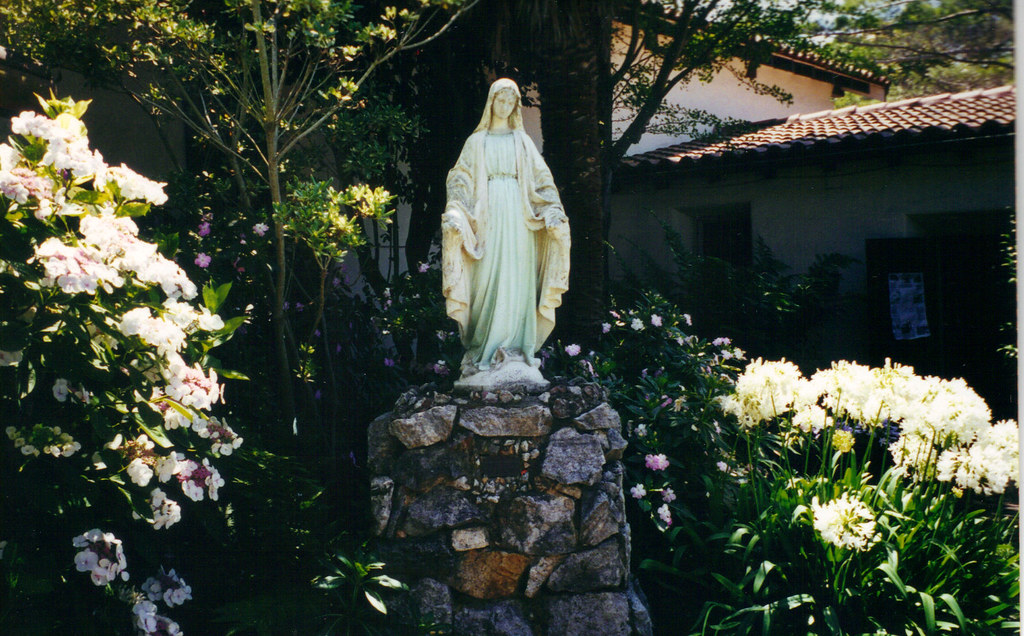 Mother Mary Statue In The Garden Of Mission Santa Cruz In U2026 | Flickr