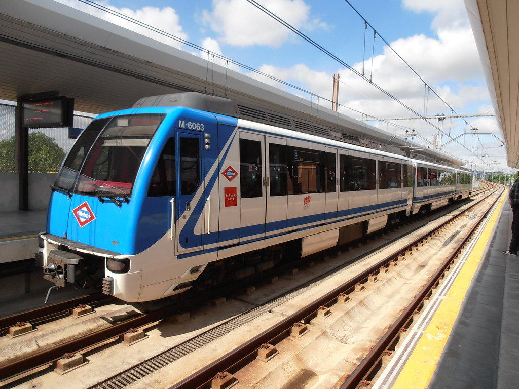 Tren serie 6000 de metro de madrid en la poveda arganda d - Cocinas en arganda del rey ...