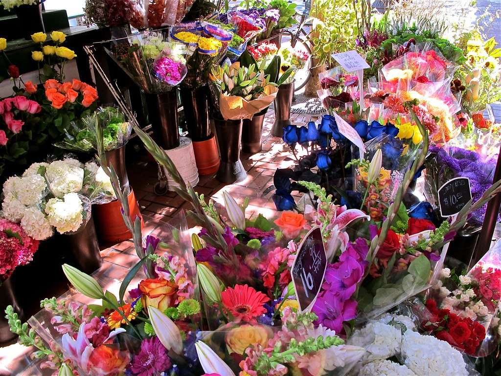 flower stand on market the colors & light caught my eyes …