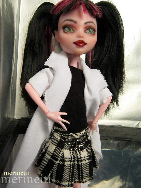 Monster High Repaint - Draculaura/Abby