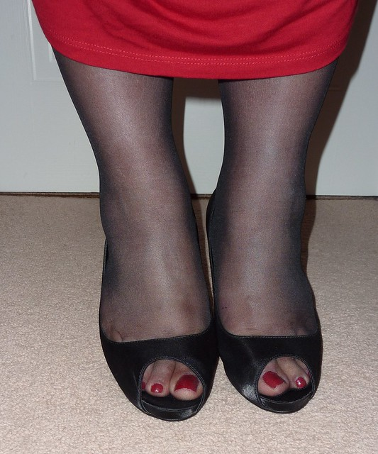 Wearing a peep-toe shoe with pantyhose in a contrasting color transforms the shoes into a pair of cap-toe heels.A pair of black opaque pantyhose helps the bright colors in a pair of open-toe shoes to pop.