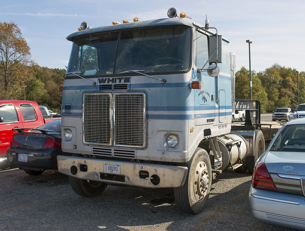 Freightliner Fld120 Show Truck >> White cabover semi | At the 2013 Fall Harvest Days Antique E… | Flickr