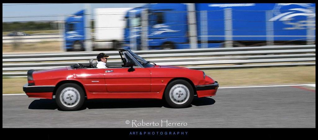 Convertible rojo jarama vintage festival madrid roberto - Roberto herrero ...