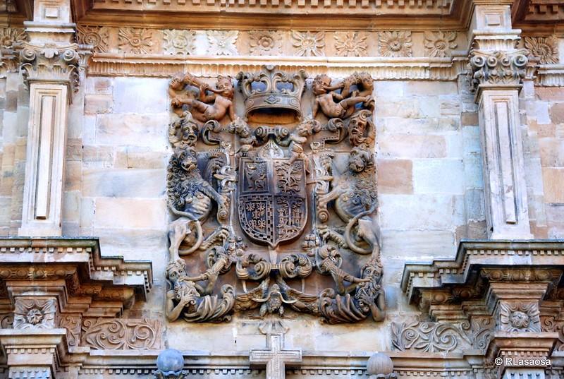 Escudo de armas en la fachada del Palacio de Soñanes, Villacarriedo