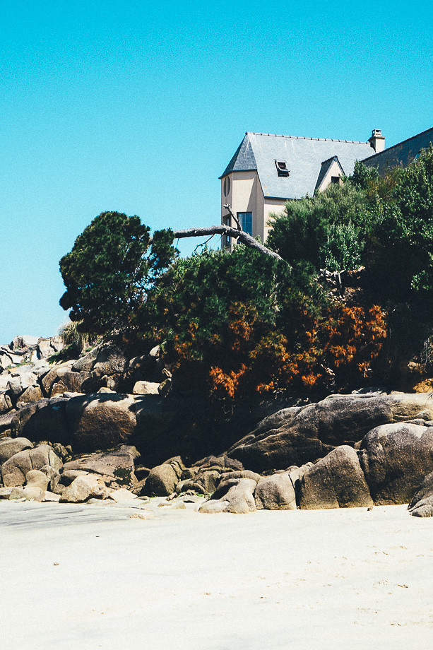 haus auf der klippe am strand der le callot carantec. Black Bedroom Furniture Sets. Home Design Ideas