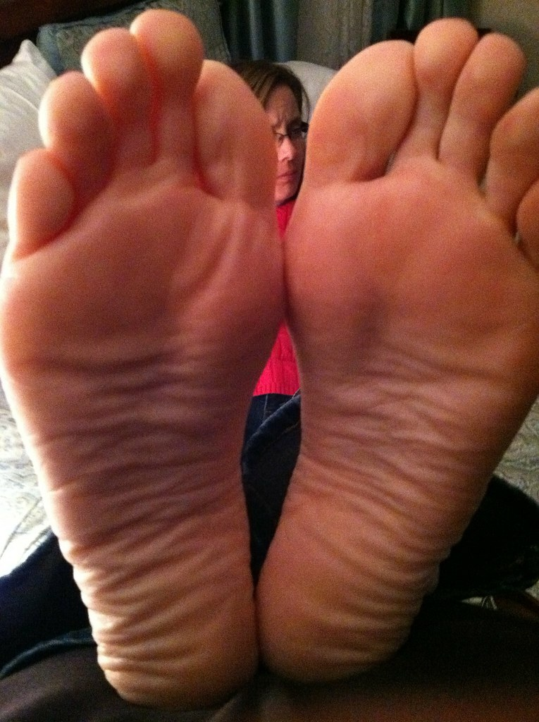 Aunts smelly feet lick