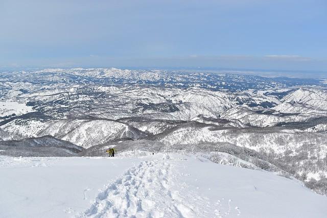 守門岳から眺める新潟・長岡市街の雪景色