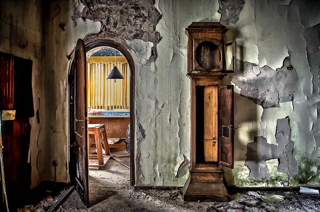time out eine sch ne uhr zeigt die zeit an eine sch ne fr flickr. Black Bedroom Furniture Sets. Home Design Ideas