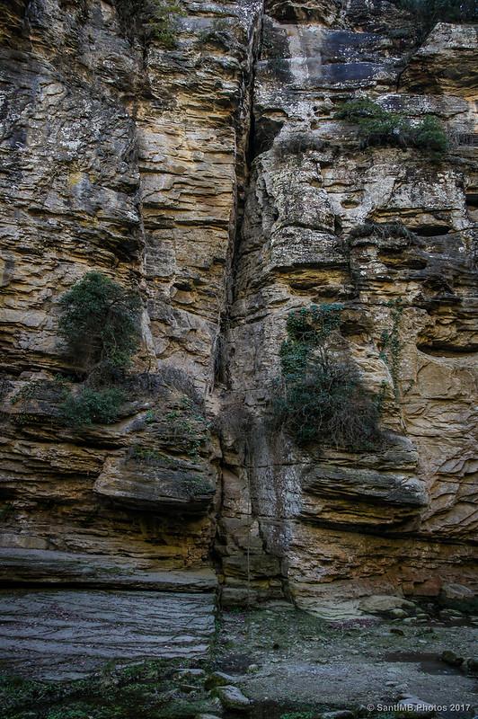 Grieta en la roca de La Foradada de Cantonigròs