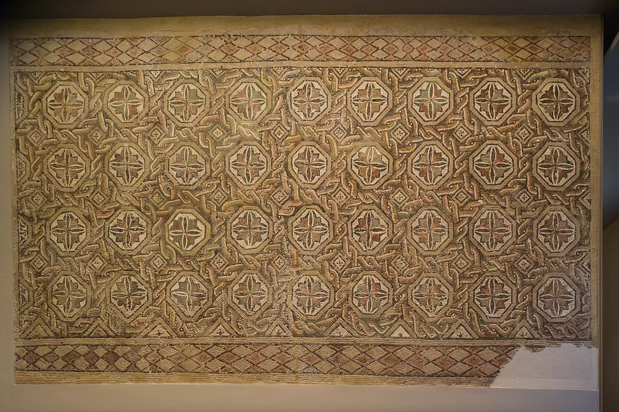 Mosaico romano de li dena museo de navarra pamplona iru for Mosaico romano