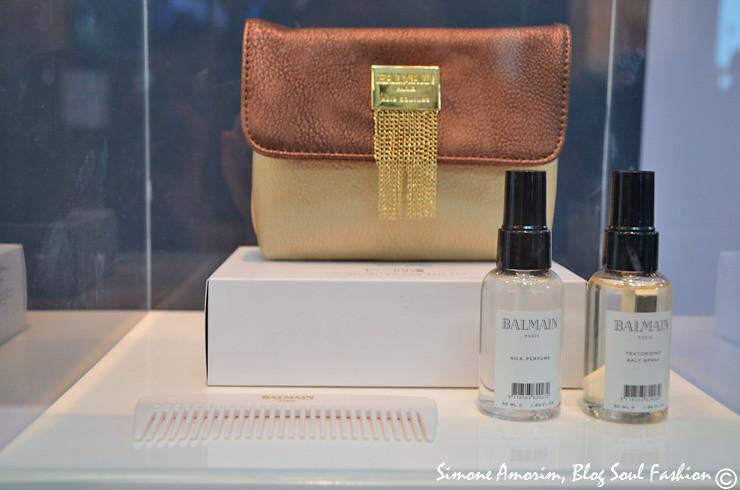 This travel mini bag is awesome. We can use it also as a clutch! Fashion! Essa mini bolsa para viagem é maravilhosa, Podemos até usa-la como clutch pra sair a noite. Amei!