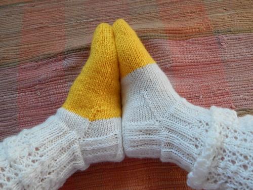 ажурные носки спицами по описанию из финского жунрала Новита | horoshogromko.ru