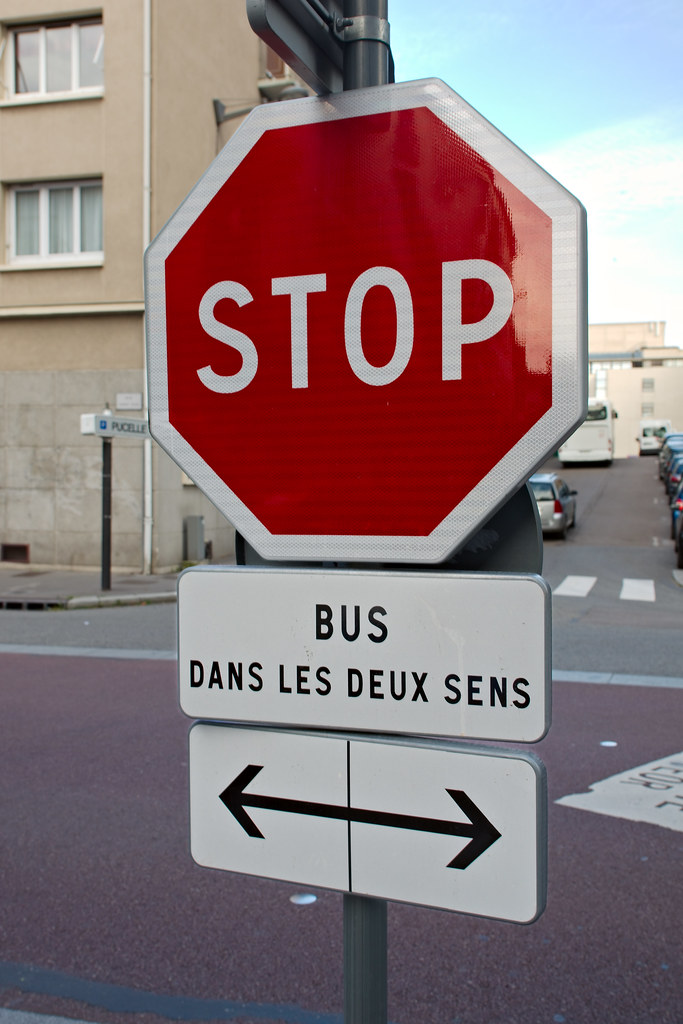 stop bus dans les deux sens panneau stop bus dans les flickr. Black Bedroom Furniture Sets. Home Design Ideas