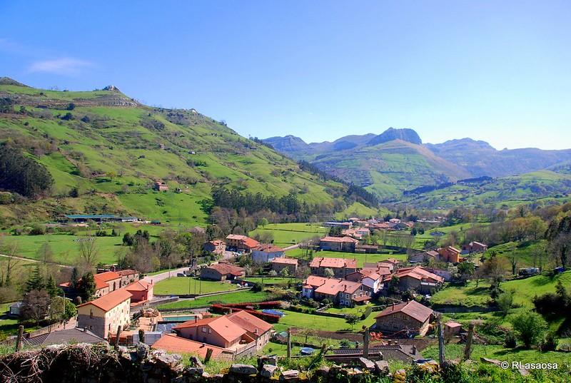 Vistas del valle desde la iglesia de San Pantaleón, patrón de Liérganes