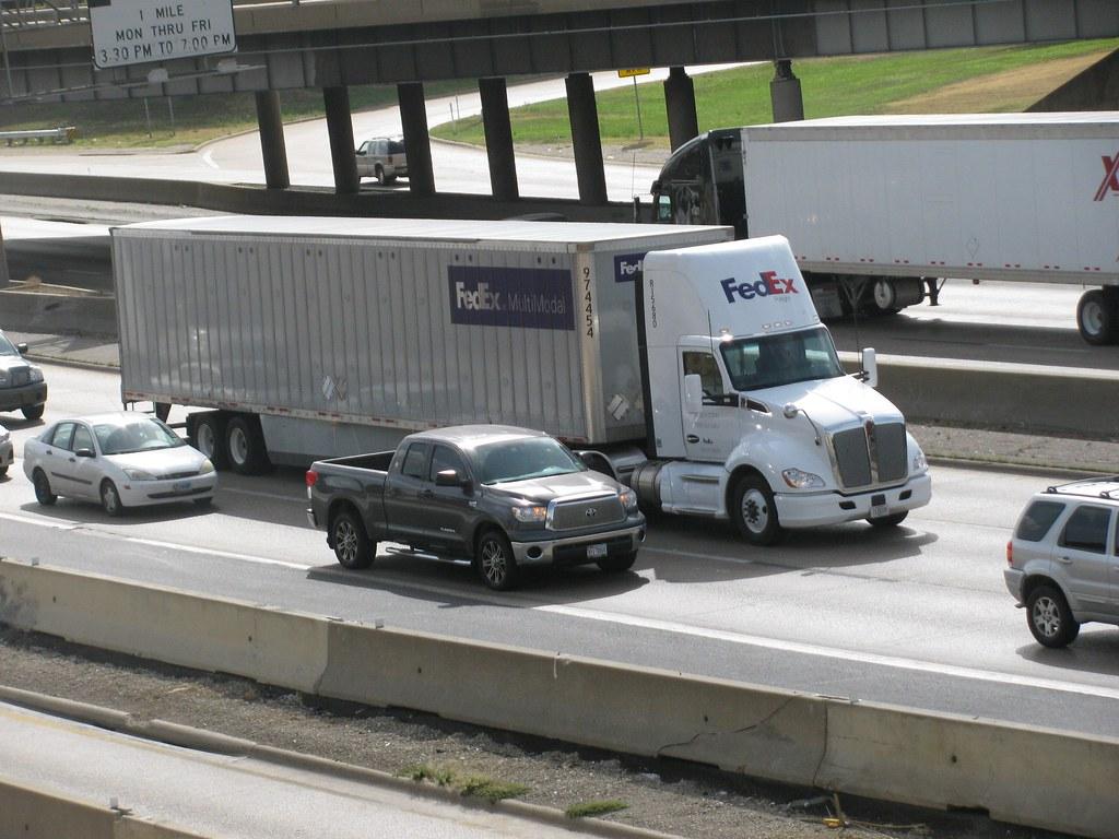 Volvo Of Dallas >> FedEx Freight Kenworth with FedEx Multimodal trailer in Da…   Flickr