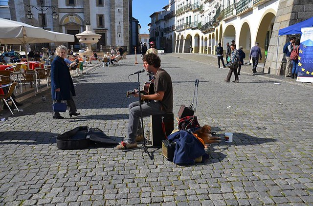 Busker, Main square, Evora, Portugal