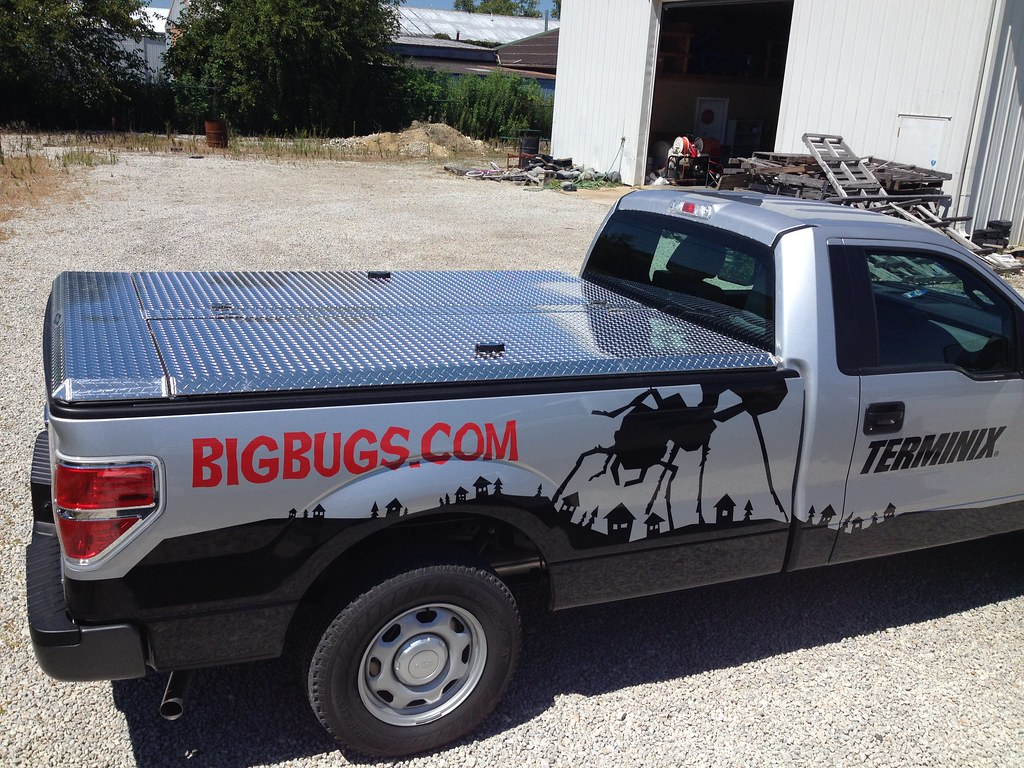 pest control pickup truck with butterfly tonneau cover flickr. Black Bedroom Furniture Sets. Home Design Ideas