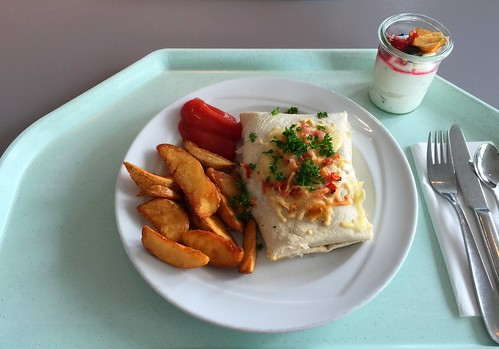 Stuffed Tortilla with potato wedges / Gefüllter Tortilla mit Country Potatoes