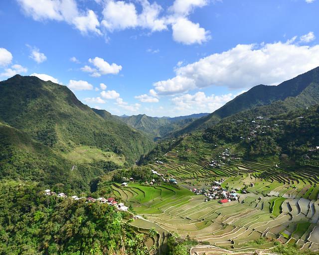 Panorámica desde el mirador superior de los arrozales de Batad en Filipinas en un precioso día soleado