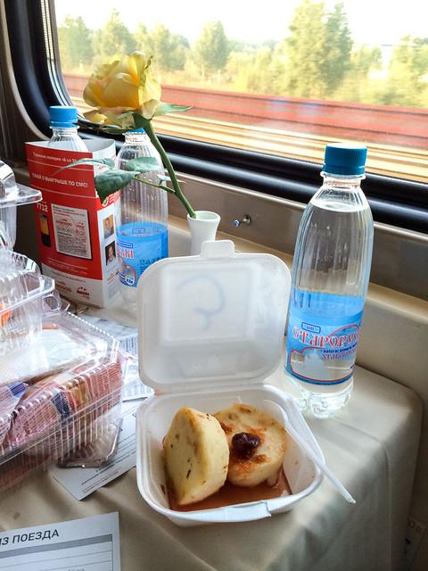 Breakfast in the Red Arrow sleeper train, Russia ロシア、赤い矢号(レッドアロー号)の朝食