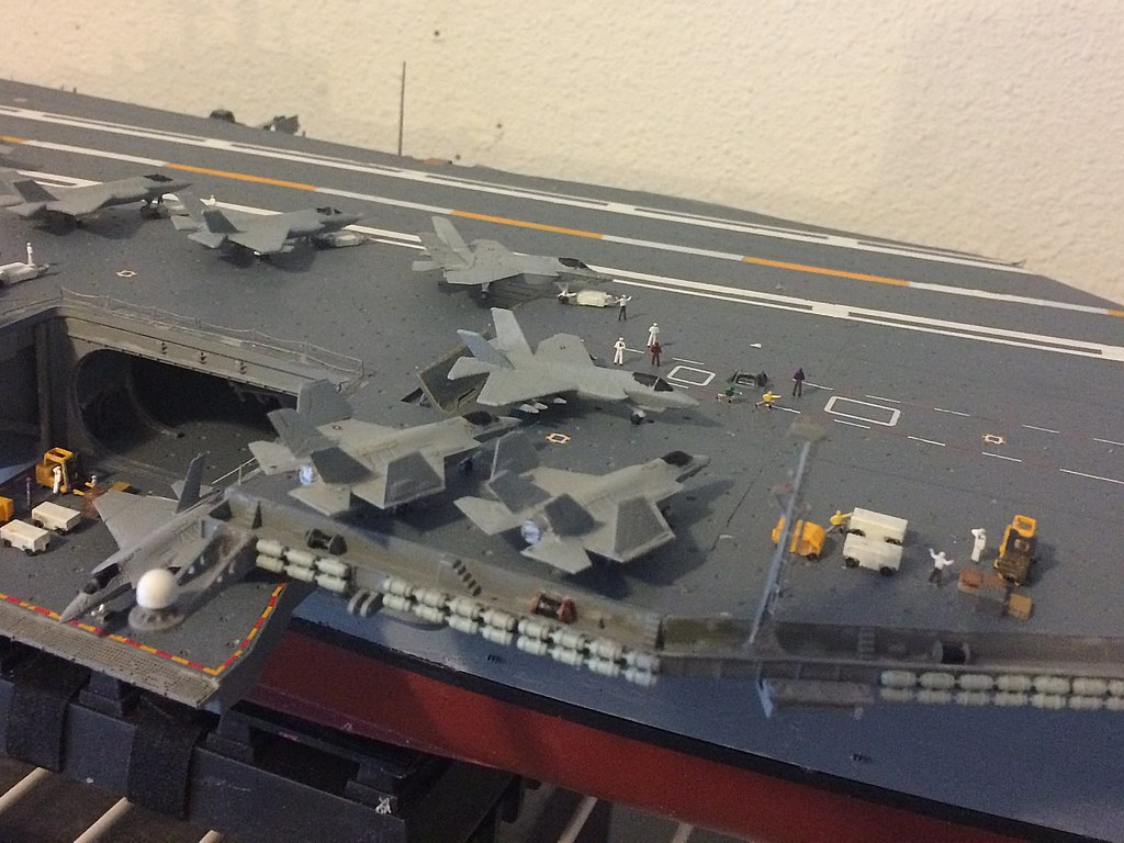 Aircraft carrier models large scale - That