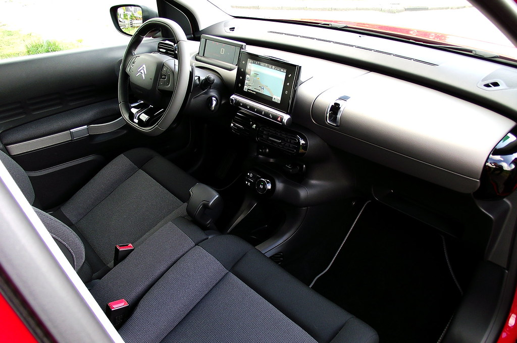 2014 citroen c4 cactus shine e hdi 92 etg6 aden rot cockpi. Black Bedroom Furniture Sets. Home Design Ideas