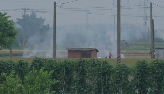 燃燒稻草影響空氣品質及人體健康  照片來源:公共電視我們的島。