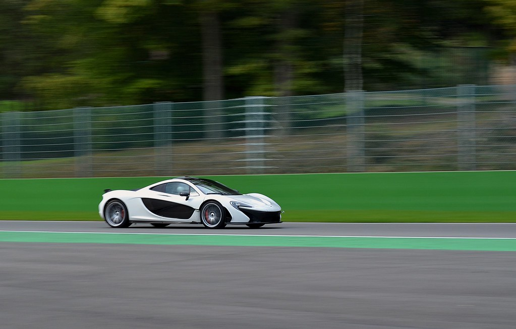 Mclaren p1 White Mclaren p1 Snow White on Spa