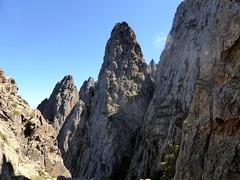 Au col sous la pointe 1711m : les aiguilles autour de Cima Laggiaru
