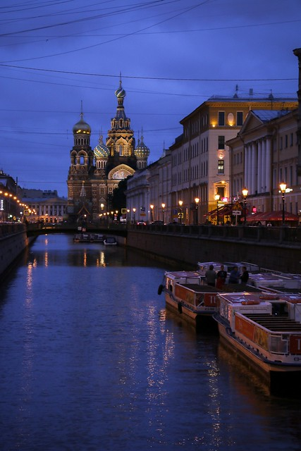 The Church of the Savior on Spilled Blood view from the canal at twilight, Saint Petersburg, Russia サンクトペテルブルク、運河から見た血の上の救世主教会