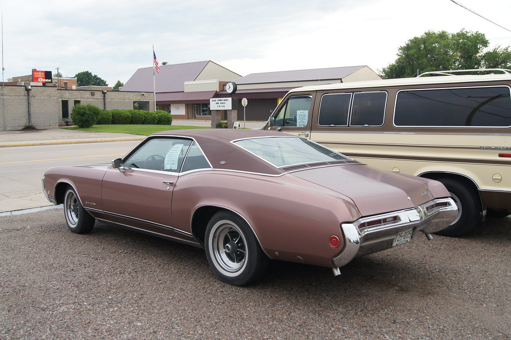 69 Buick Riviera | I bought my 2005 Dodge Magnum RT from Wal… | Flickr